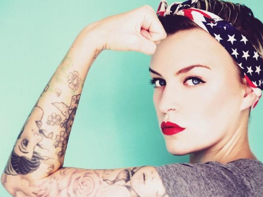 Tatuaggi old school per lei disegni e significati for Tatuaggi donne pin up