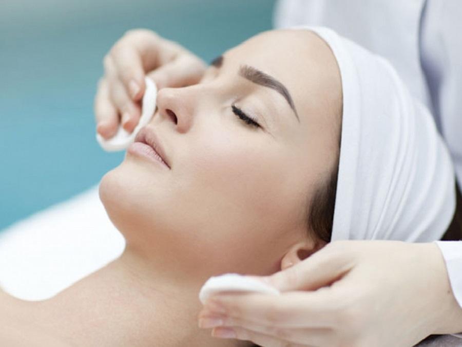 fasi pulizia del viso